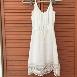White old navy dress with lace detail on bottom